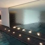 Sparkling_Droplets_Kuessnacht_Wasserwand_art_aqua__3a4fe4367a